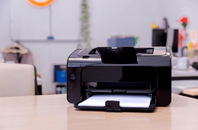 מדפסת על שולחן
