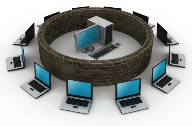 מחשבים מסביב לחומה עם מחשב בתוכה