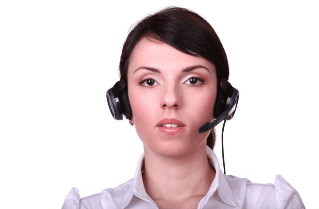 אשה עם אוזניות